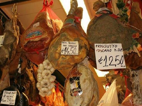Bến Thành là khu chợ có đồ ăn hấp dẫn