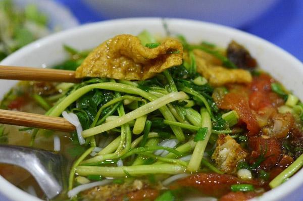 Bún cá Đường Thành đổi món cho bữa trưa công sở