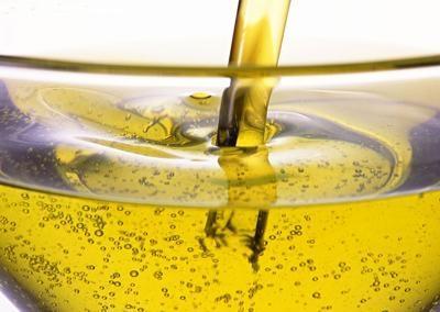Cho trẻ ăn dầu hay mỡ