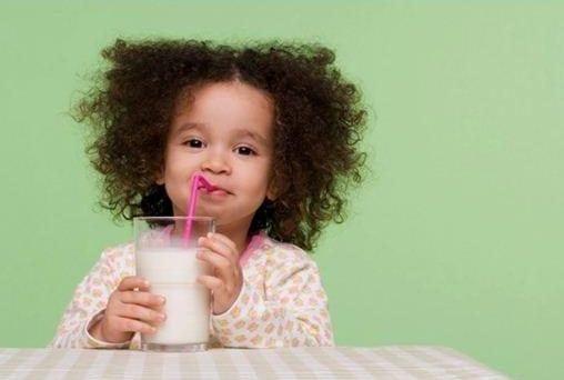 Có nên cho trẻ uống 3 ly sữa một ngày? 5