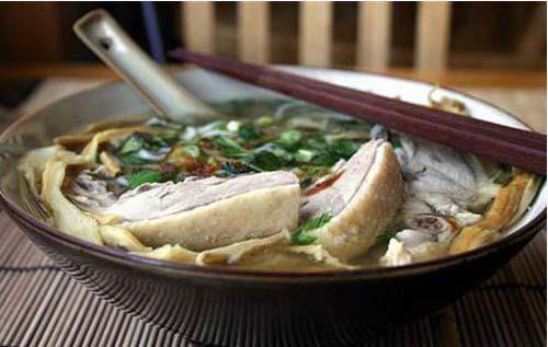 Măng chua nấu thịt gà Hòa Bình
