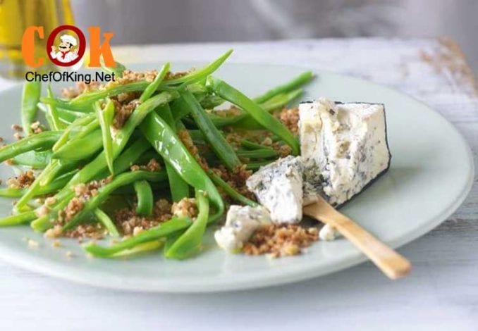 italian-flat-beans-blue-cheese-walnut-crumbs