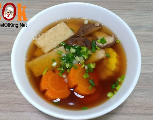 Canh bắp ngọt, cà rốt, nấm nấu chả cá chay 7
