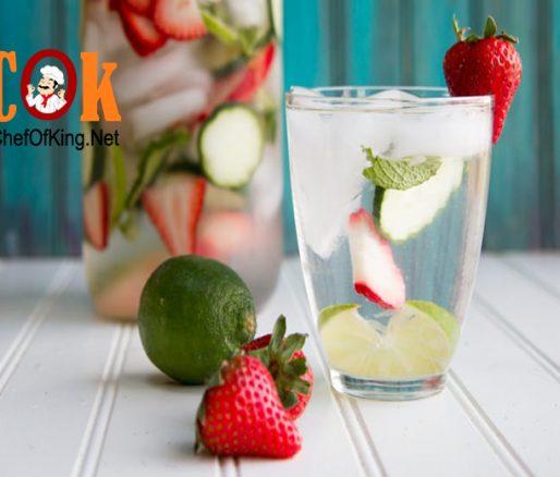 Nước detox dâu tây, chanh tươi và bạc hà